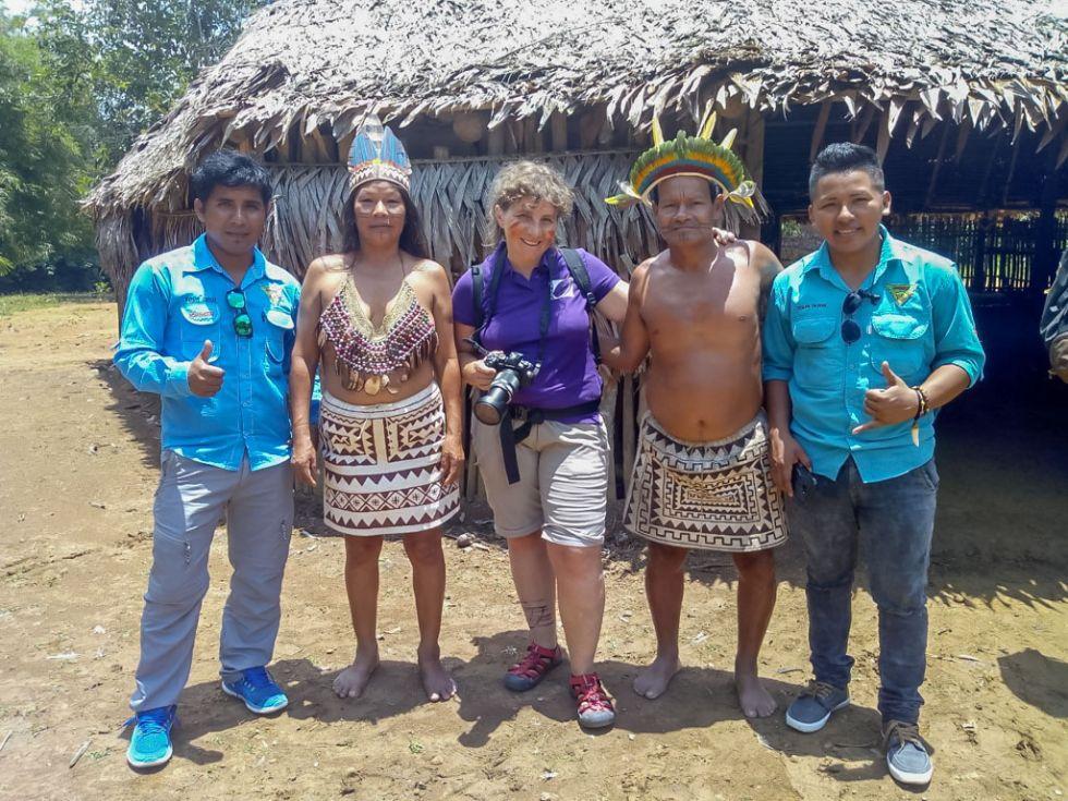 nasza-pilotka-z-mieszkancami-amazonii