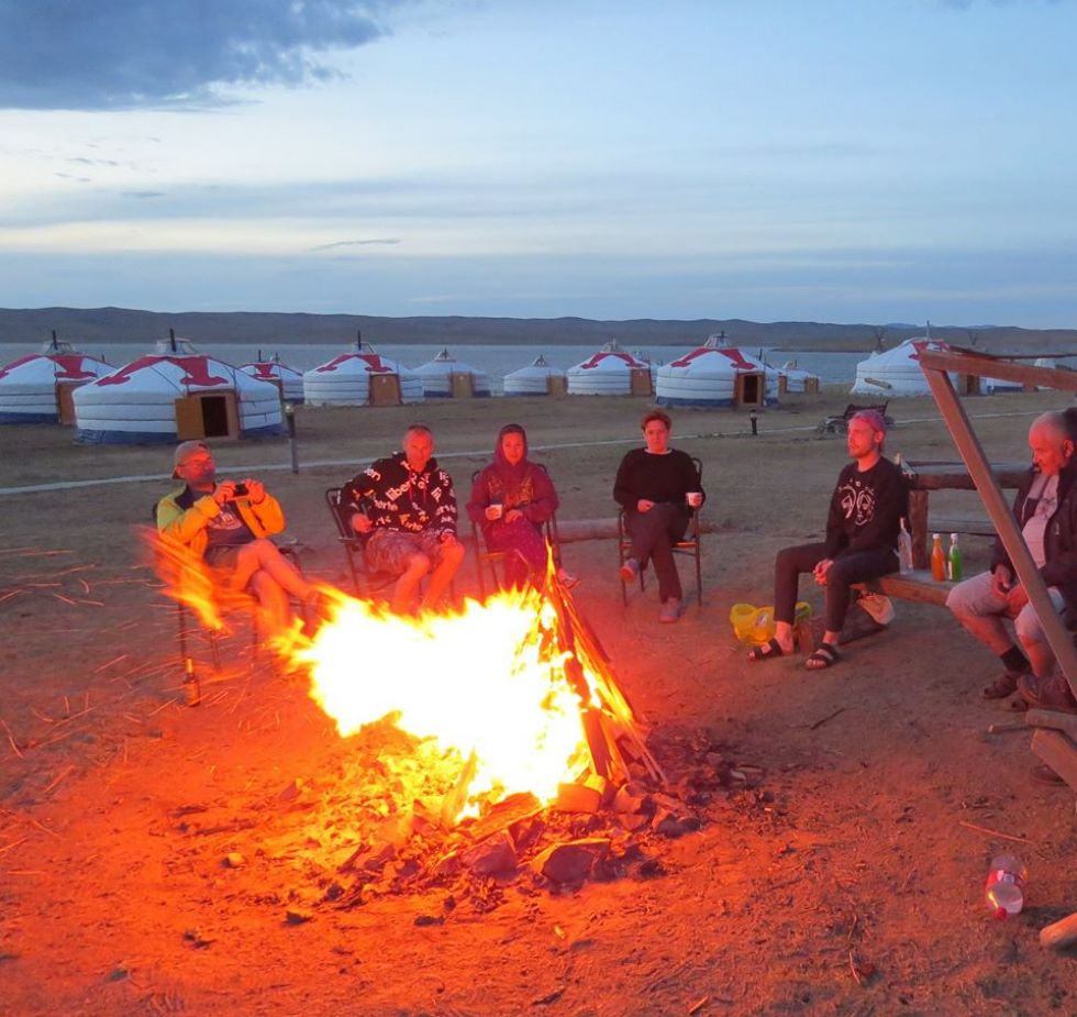 nasza-grupa-odpoczywajaca-podczas-trasy-rosja-mongolia