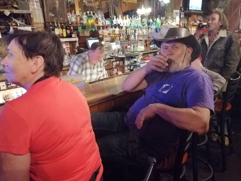 smakowanie amerykanskich trunkow alkoholowych whiskey w roli glownej