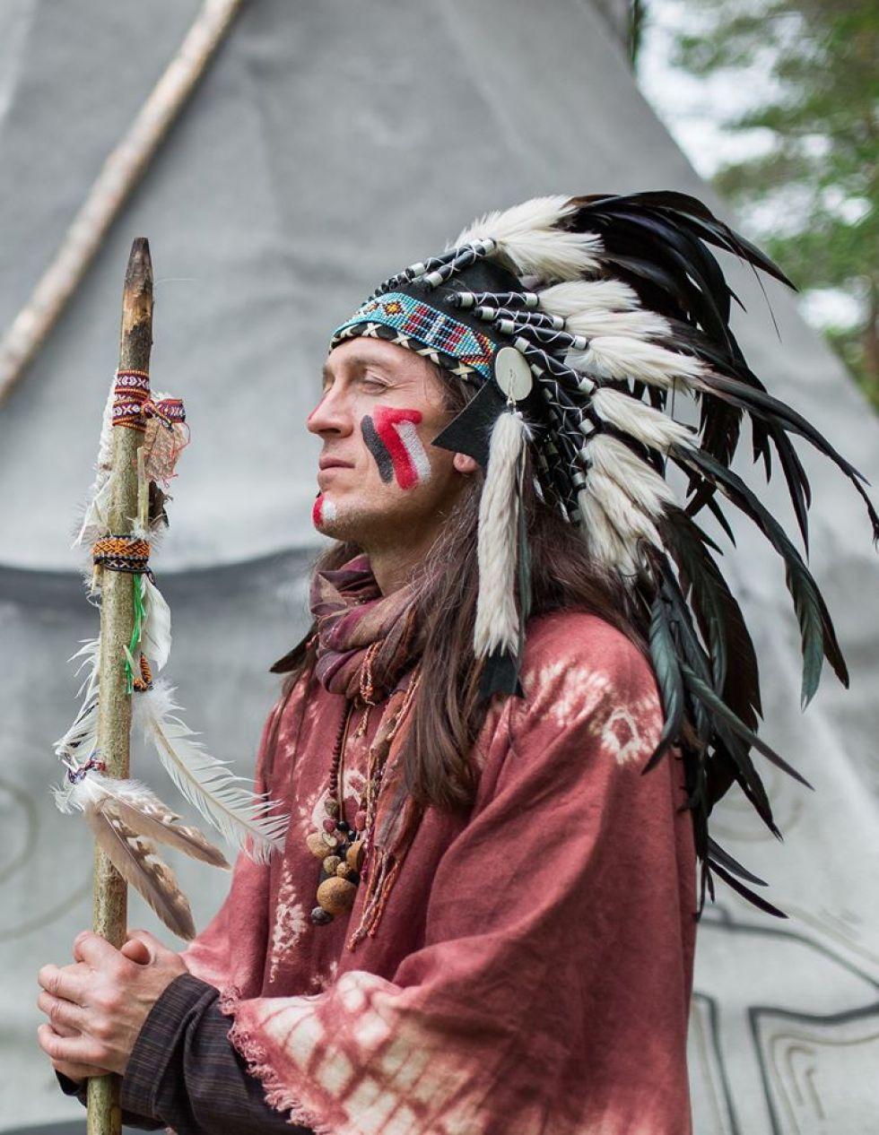 rdzenny-mieszkaniec-ameryki-indianin