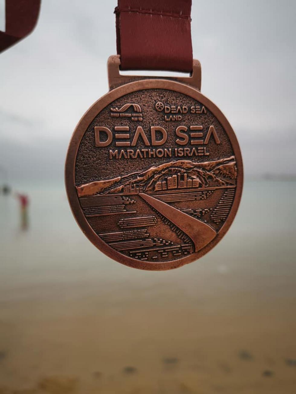 medal-za-ukonczenie-maratonu-na-morzu-martwym