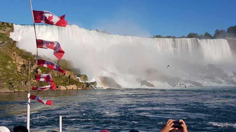 podziwianie-wodospadu-niagara-po-stronie-kanadyjskiej