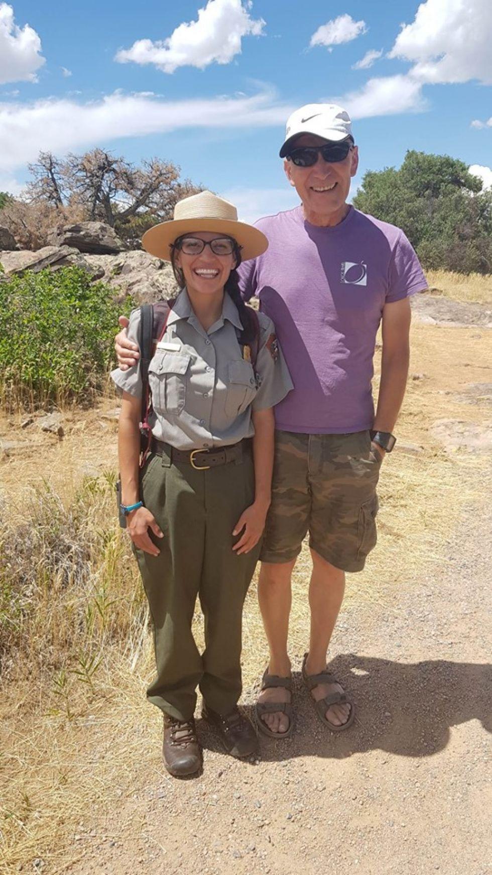 nasz pilot emilian ze strazniczka parku narodowego w stanach zjednoczonych