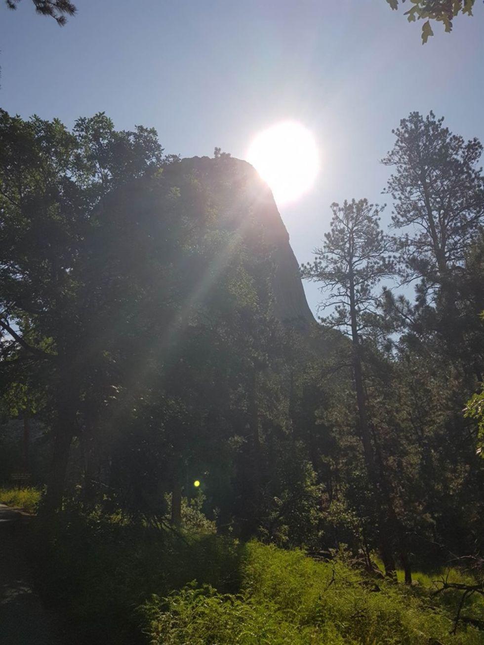 zachod slonca w gorach skalistych