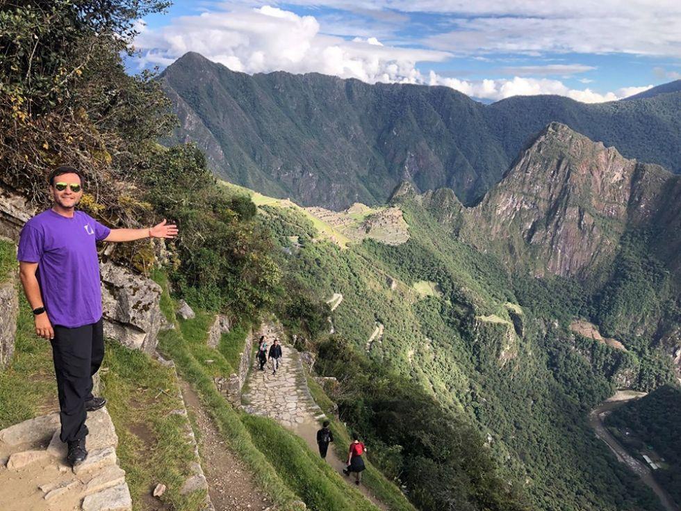 pilot pawel w otoczeniu peruwianskich and