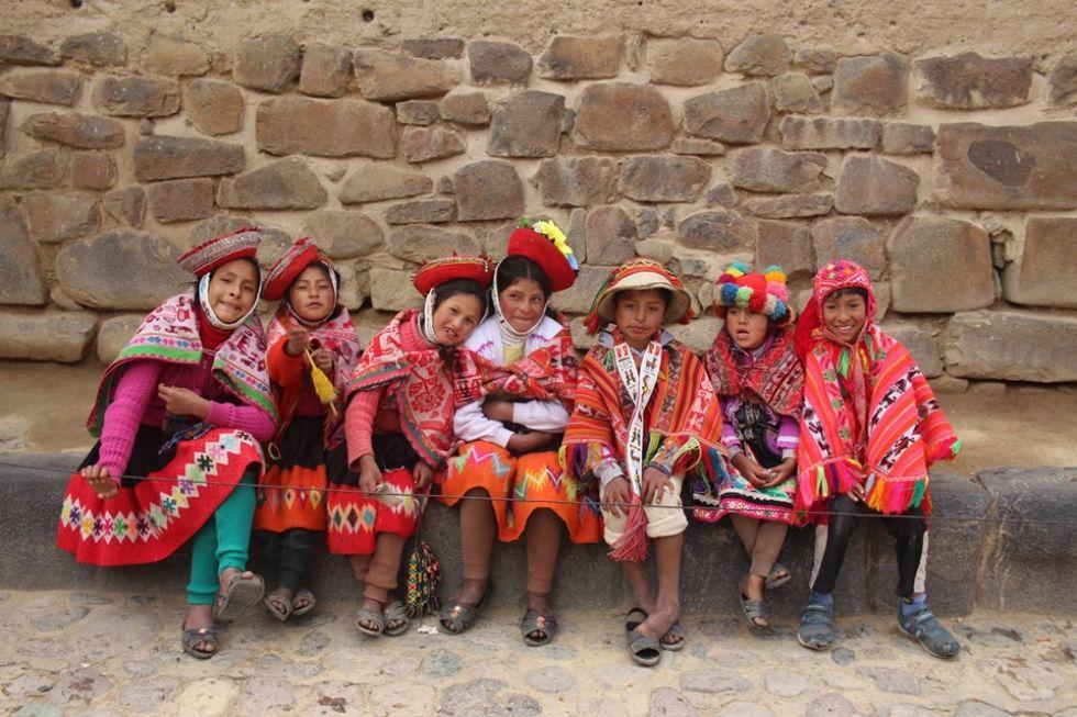 mieszkancy peru w tradycyjnych strojach