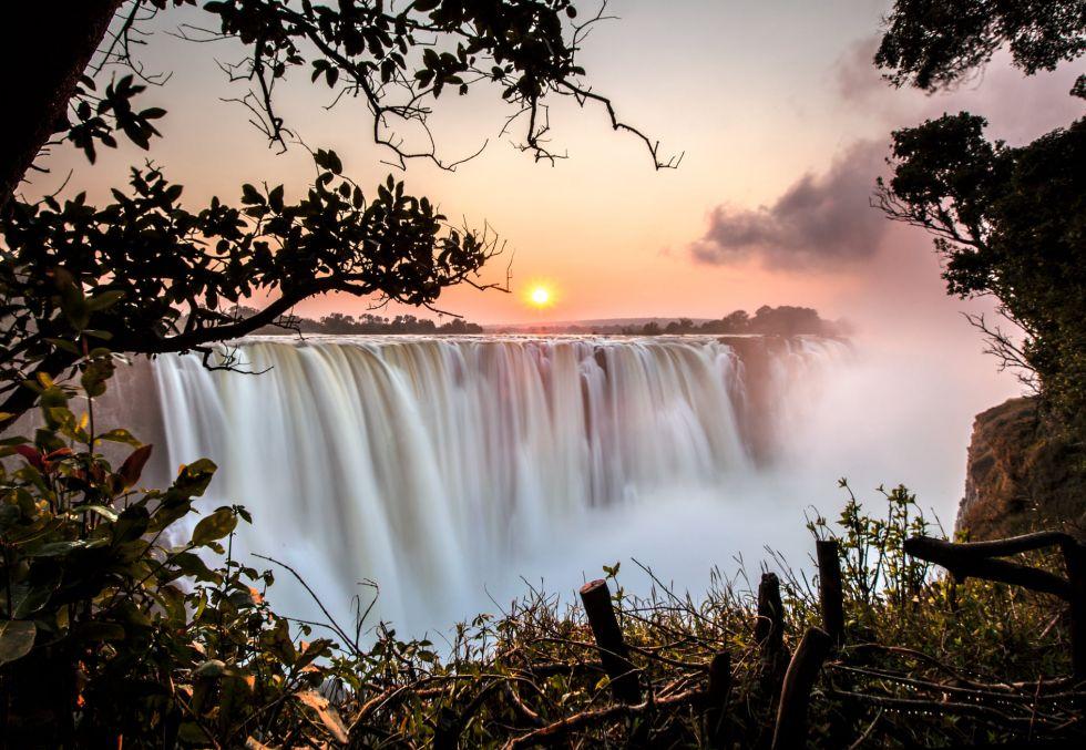 wodospady wiktorii w scenerii zachodzacego slonca