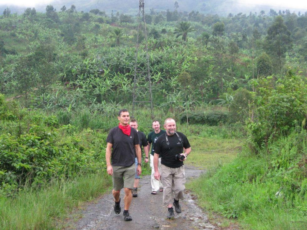 na tropach szympansow w ugandzie