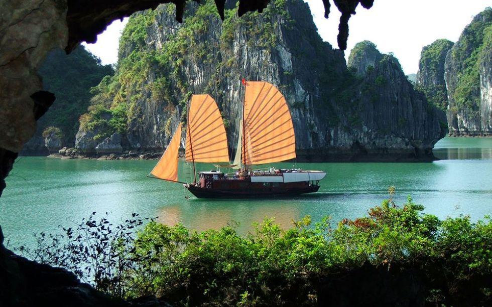 widok-podczas-rejsu-po-zatoce-ha-long