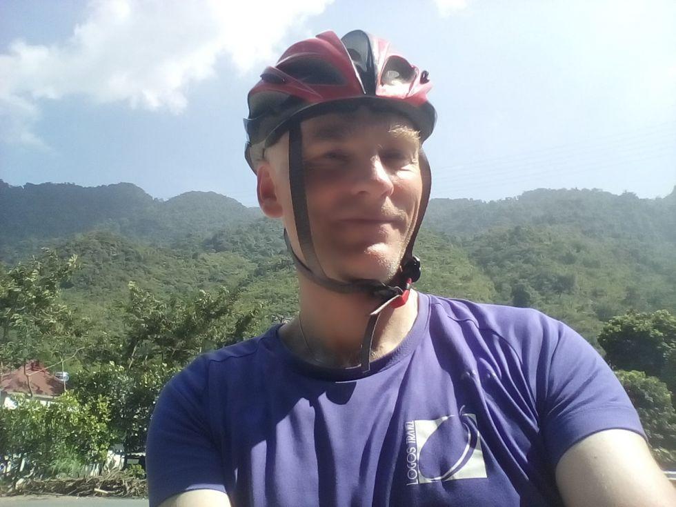 pilot piotr na szlaku rowerowym podczas objazdu wietnamu