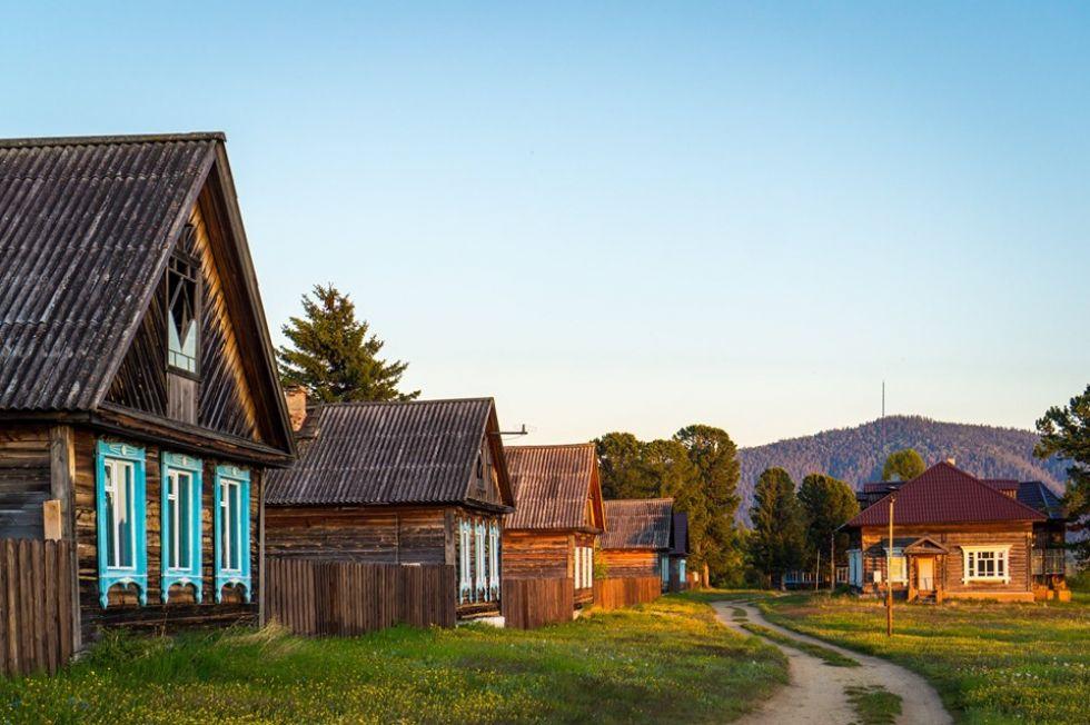 tradycyjne drewniane domki w rosji