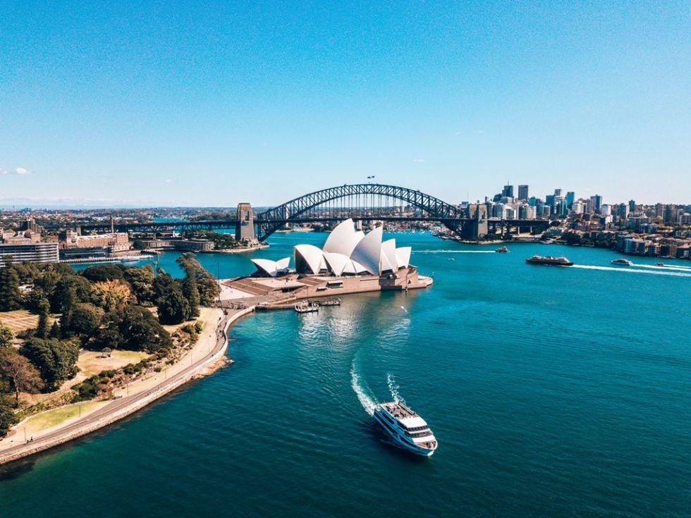 Widok na Harbour Bridge i operę w Sydney.