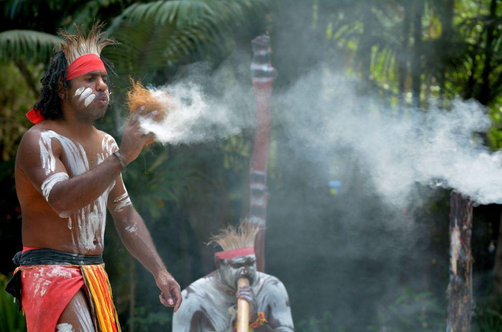 Aborygeni - rdzenni mieszkańcy Australii.