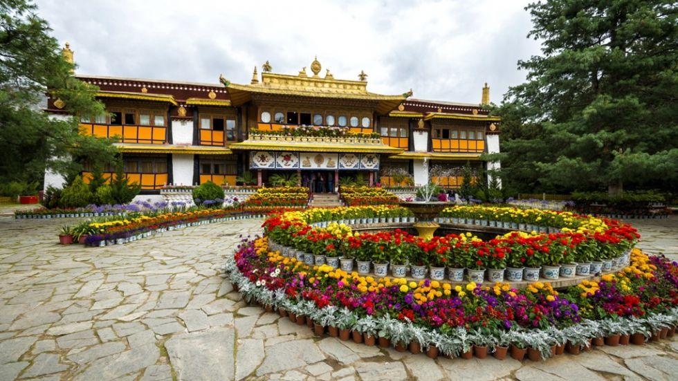 norbulingka czyli letnia rezydencja dalajlamow