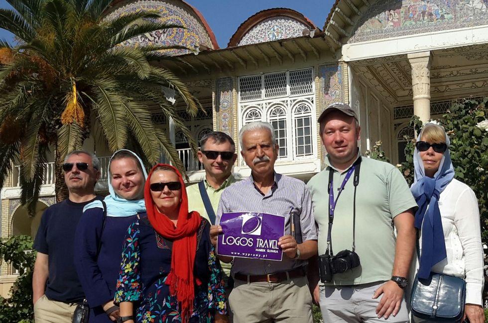 grupa logos travel podczas zwiedzania iranu