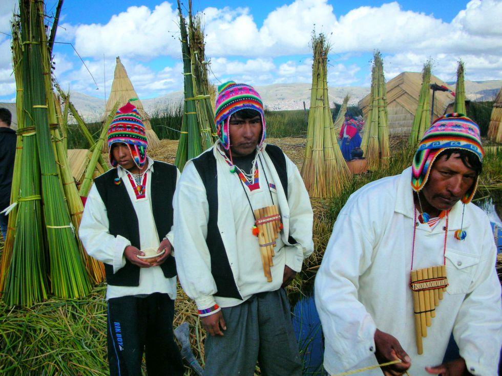 wycieczka Peru. płuwające wyspy Uros na jeziorze Titicaca.