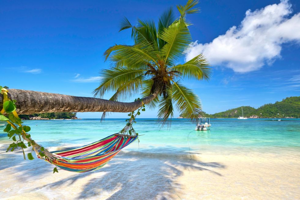 Odpoczynek na rajskiej plaży na Seszelach.