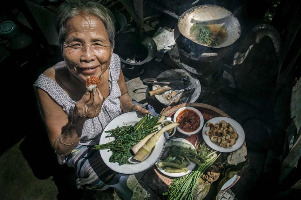 plywajacy targ w tajlandii
